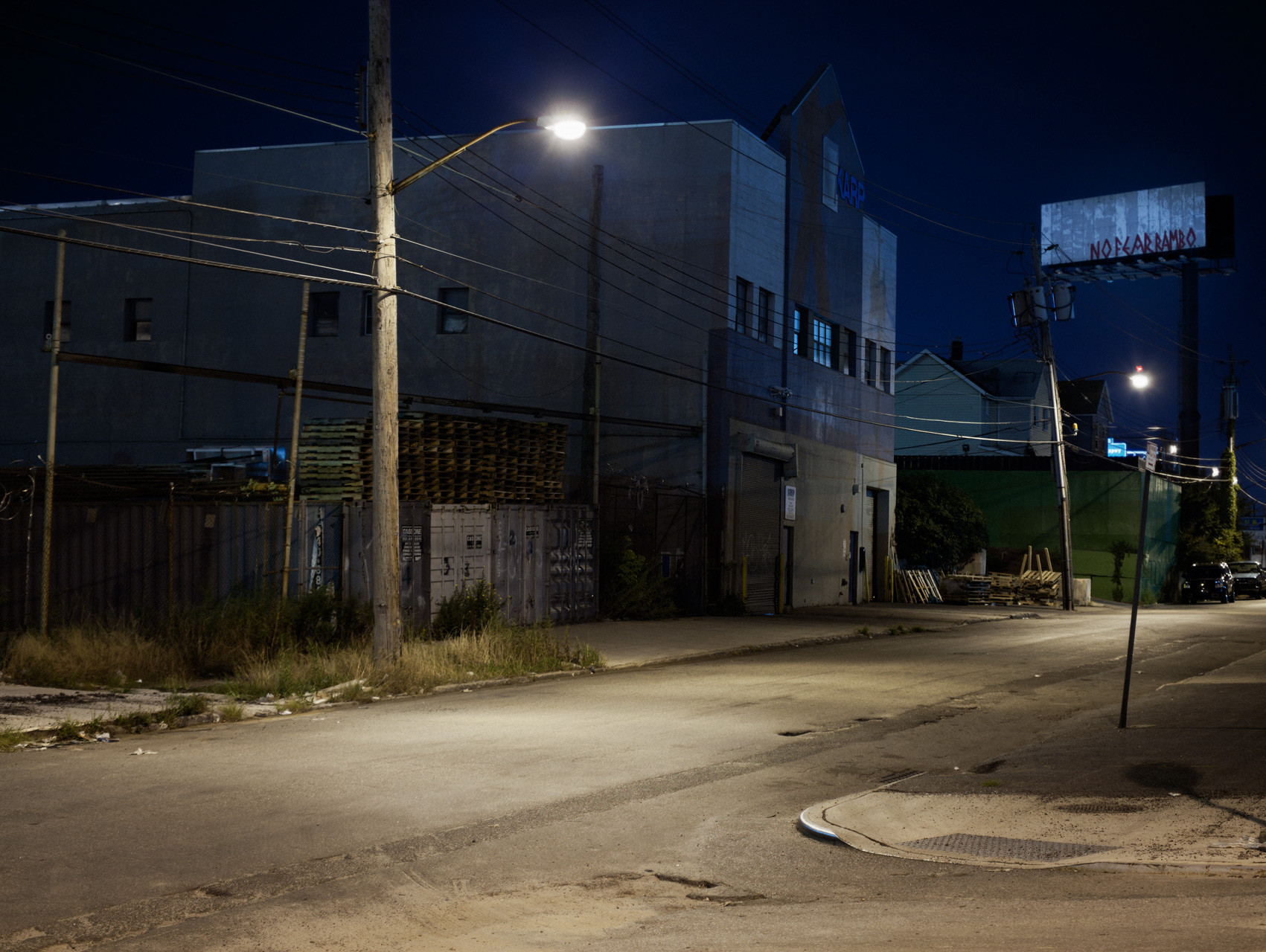 Timo_Stammberger_New_York_Queens_Maspeth_Night_Streetlights_Shady_Billboard