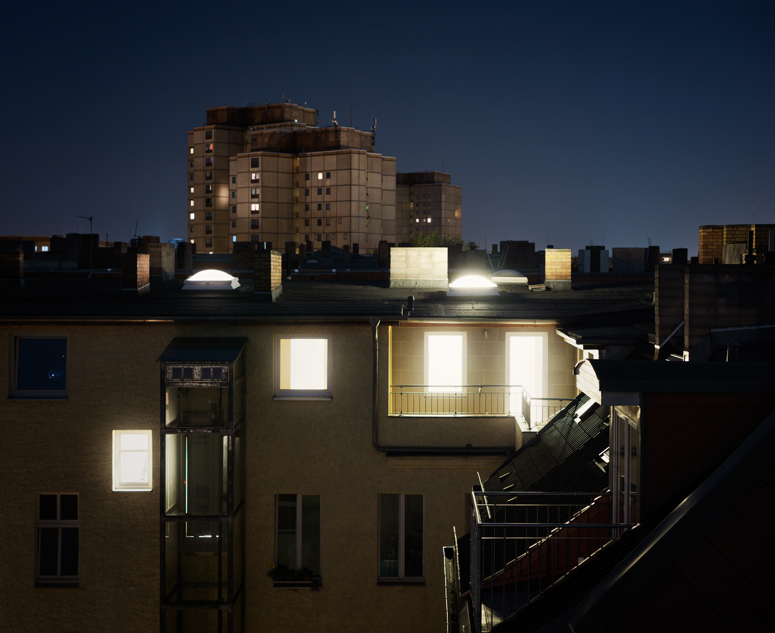Timo_Stammberger_Architecture_Night_Prenzlauer_Berg_Illuminated_Citylights