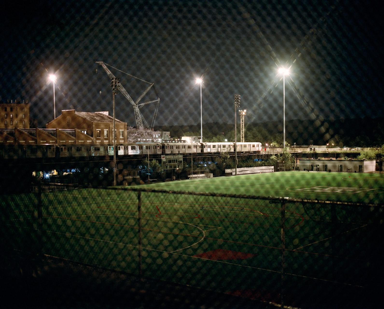 Timo_Stammberger_New_York_Bronx_Underground_Subway_Night_Citylights_Chain_Link_Fence