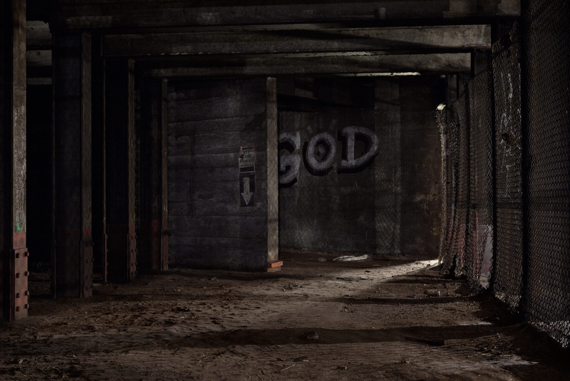 Timo_Stammberger_New_York_Underbelly_Brooklyn_Underground_Street_Art_Subway_God